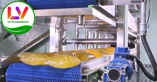 Keo nóng chảy dạng bánh rất được ưa chuộng trên thị trường nhờ độ dính rất tốt.