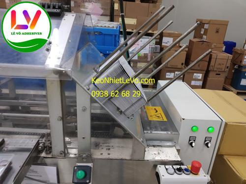 Keo nhiệt dán hộp giấy dùng máy đóng gói tự động.