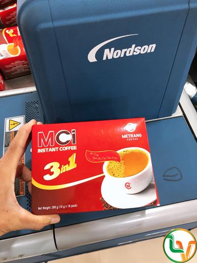 Dán hộp giấy cafe Mê Trang bằng keo hotmelt